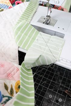 Lella Boutique: The Art of Quilt Binding Machine Binding A Quilt, Quilt Binding, Last Stitch, Quilting Tips, Quilt Top, Sewing Hacks, Quilts, Boutique, Count