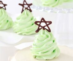 Christmas Tree Meringue Cookies. 12 Santa-Approved Christmas Cookie Recipes | Brit + Co.