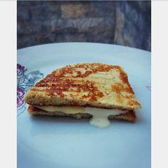 """40 curtidas, 2 comentários - Daniela Archanjo (@daniarchanjomartins) no Instagram: """"Bommm diaa!! Pãozinho lowcarb super básico pra esse café da manhã ☕🧀 A receita é simples.. ✏ . 🔼1…"""""""