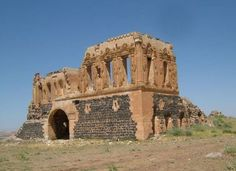 Zerzevan kalesi/Çınar/Diyarbakır/// Doğu Roma İmparatorluğu'nun Diyarbakır ile Mardin arasındaki antik ticaret yolu üstünde askeri üs olarak kurduğu ve İS 400 ile 700'lü yıllar arasında hizmet verdiği bilinmektedir.