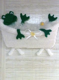 plastic canvas wall hanging for bathroom Frog Bathroom, Bathroom Wall, Bathroom Stuff, Bathroom Sets, Plastic Canvas Tissue Boxes, Plastic Canvas Crafts, Plastic Canvas Patterns, Frog Crafts, Tissue Box Covers