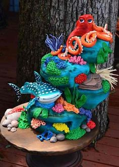 It's been a little while since we looked at some of my favorite character cakes…