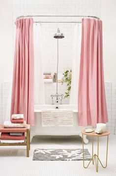 Bathroom makeover pink shower curtains 63 new ideas Home Design, Design Ikea, Interior Design, Diy Interior, Feng Shui, Cortina Box, Style Boudoir, Pink Bathtub, Gray Shower Curtains