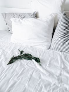Cocorrina is upgrading and will be back with you shortly Bed Picture, Linens And More, Living Room Kitchen, Interior Architecture, Bedroom Decor, Minimalist, Rooms, Thoughts, Places