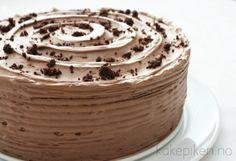 Saftig og Fløyelsmyk Sjokoladekake – Kakepiken. Norwegian Food, Scandinavian Food, Danish Food, Types Of Cakes, Food Cakes, Natural Health, Chocolate Cake, Nom Nom, Cake Recipes