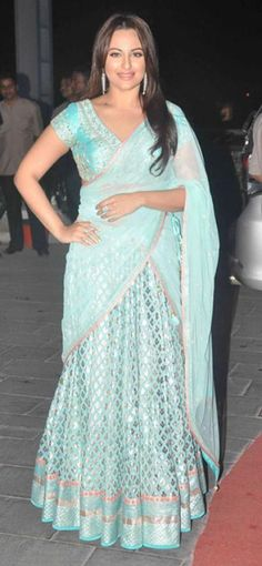 Sonakshi Sinha chose to keep her look minimal for the event, and looked great in a gorgeous lehenga by Anita Dongre. - bollywoodshaadis.com