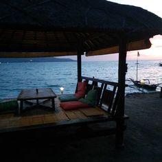 Time for sunset ! #sunset #giliair #lombok #bali #indonesia #happyhour #instagood #instamood #chill #chilling #weekend #sea #sealover #mothernature #brautiful #holidays #island #islandlife #overthesea #boat #7seasgiliair #instatravel #travel