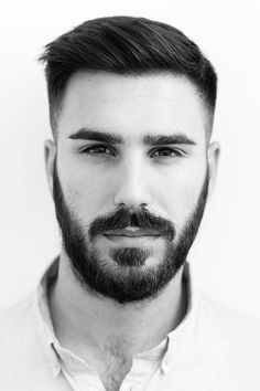 Tapered Ivy League ★ If you are looking some stylish and simple short haircut you must try Ivy League haircut. This cut look fantastic on almost all hair types and facial shapes. Lets go to check out our photo gallery! Best Short Haircuts, Popular Haircuts, Cool Haircuts, Cool Hairstyles, Men's Haircuts, Hairstyles 2018, Mens Hairstyles Fade, Haircut Tip, Fade Haircut