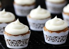 Spiced Butternut Squash Cupcakes w/ Maple Cream Cheese Frosting - This recipe is made with butternut squash puree, and topped with a heavenly frosting, these moist and flavorful cupcakes are melt-in-your-mouth delicious! Cupcake Recipes, Cupcake Cakes, Dessert Recipes, Cupcake Wraps, Paper Cupcake, Cup Cakes, Vegetable Recipes, Just Desserts, Delicious Desserts
