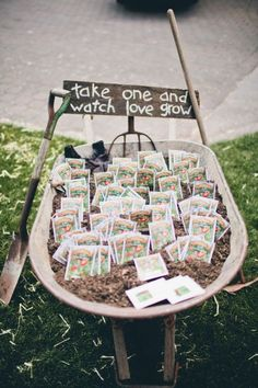 seed packet wedding favors in a DIY wedding ideas and tips. DIY wedding decor and flowers. Everything a DIY bride needs to have a fabulous wedding on a budget! Mod Wedding, Farm Wedding, Dream Wedding, Perfect Wedding, Decor Wedding, Wedding Themes, Trendy Wedding, Wedding Venues, Wedding Souvenir