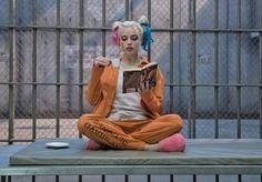 Suicide Squad : 悪のヒーロー映画の続篇「スーサイド・スクワッド 2」が、メガホンをとる新監督への就任を前提として、新しい脚本家を起用した ! ! - まずは脚本の執筆を進めてもらって、その出来栄え次第で、メガホンをとるのか、どうか?!、最終的に決まることになるものと思われます!! | Gavin O'Connor, DC Comics, Joel Kinnaman, Margot Robbie, News, Suicide Squad, Suicide Squad 2, Superhero, Warner Bros, Will Smith - 映画 エンタメ セレブ & テレビ の 情報 ニュース from CIA Movie News / CIA こちら映画中央情報局です