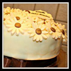 Melegueta...                      piccole ricette per un matrimonio (quasi) perfetto: Torta con margherite in fiore