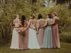 Mismatched bridesmaid dresses | Image by Anna Caitlin