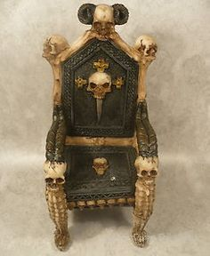 Superieur Monster High Skull Chair Resin Gothic Daggars Bones Little Throne Furniture