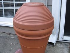 Make an inexpensive smoker with stuff you can get at a home improvement store. This smoker will help you have a true barbecue this summer. Diy Smoker, Homemade Smoker, Food Smoker, Barbecue Smoker, Smoker Recipes, Clay Pot Crafts, Diy Clay, Build Your Own Smoker, How To Make Clay