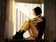 One of my ALL TIME Favorite movies! Leon:The Professional starring a 12 yo Natalie Portman Suzanne Vega, Natalie Portman Leon, Natalie Portman Mathilda, Natalie Portman Movies, Jean Reno, 90s Movies, Movie Tv, Cult Movies, Watch Movies