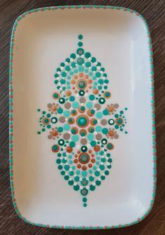 Mooi deze kleurcombinatie, mijn favoriete gestipte bord. #stipstijlvirus #stippen #dotpainting Dot Art Painting, Mandala Painting, Ceramic Painting, Mandala Art, Ceramic Art, Pottery Painting Designs, Paint Designs, Pottery Cafe, Stippling Art
