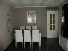Cómo pintar una puerta. ¡Nuevo look para tu hogar! Divider, Mirror, Room, Furniture, Home Decor, Painted Front Doors, Curtains, Painted Furniture, Colores Paredes