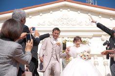 みんなに祝福され、幸せそうな二人。 ウェディングフォト ブライダルフォト Paseo Bridal http://www.onuki.tv/bridal
