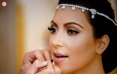 Kim's 1/2 Arab, like me. . .so why don't I look like HER?  haha.      Nice natural but polished look.
