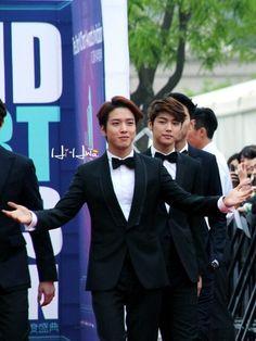 Cnblue YH and MH V chart awards Yong Hwa annyeong @CNBLUE_4 nega @palupi_lupi_upy loved #JungYongHwa #KangMinHyuk #LeeJongHyun #LeeJungShin ^saranghanda^