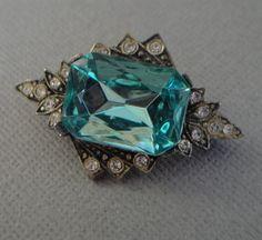 Art Deco Brooch in Aqua Turquoise Glass Jewel and Rhinestones
