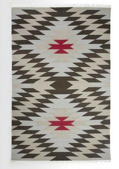 Inspiré par un design ancien, ce tapis comporte des motifs géométriques minutieux. Il s'adaptera avec simplicité dans la pièce de votre choix.