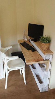 Craft Room Storage: Unique Solutions - Pallet Workstation (image)