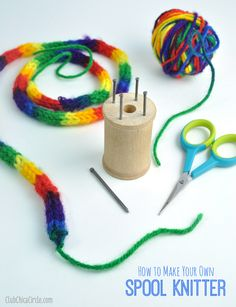 Spool knitting: easy DIY with a wooden spool and nails. Also includes handy inst. Spool knitting: easy DIY with a wooden spool and nails. Also includes handy instructions for casting on and off and how . Spool Crafts, Yarn Crafts, Sewing Crafts, Diy And Crafts, Crafts For Kids, Spool Knitting, Easy Knitting, French Knitting Ideas, Yarn Projects