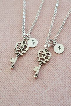 best friend necklace,personalized gift for bff,best friend jewelry,heart key jewelry,key necklace,friendship friend set of 2,christmas gift