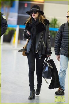 Dakota Johnson Takes the Red Eye Flight After Oscars 2015 | dakota johnson takes the red eye flight after oscars 2015 07 - Photo