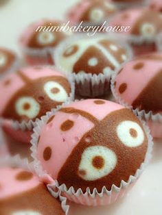 MiMi Bakery House: Ladybugs Attack!!!! - Steamed Strawberry Cupcakes | overly cute steamed cupcakes.