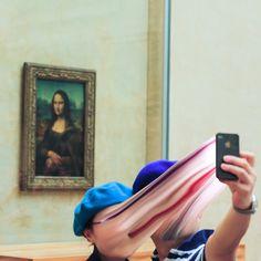 Série de fotos criticando a obsessão por selfies.