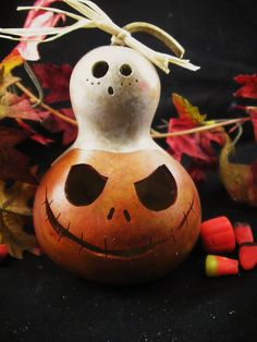 Who knew gourds could be carved, painted & turn out so adorable!
