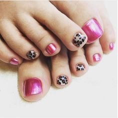 Pink and leopard summer toenail design