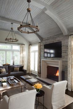 We cannot help but love the design of this living room by Designer Elizabeth Reich, Baltimore.