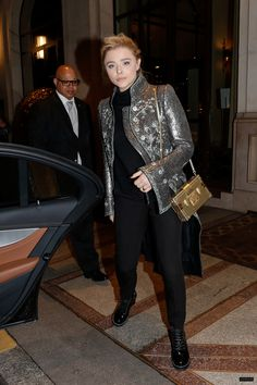 2018 > MARCH 06 - LEAVING HER HOTEL IN PARIS