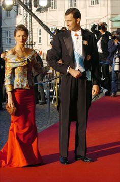 Princesse Letizia et Prince Felipe Spanish Queen, Spanish Royalty, Spanish Royal Family, King Queen Princess, Prince And Princess, Estilo Real, Laetitia, Royal Dresses, Queen Dress