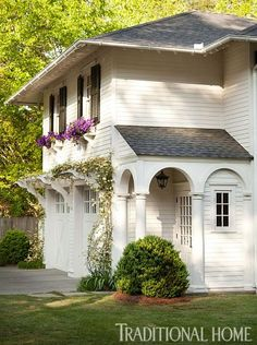 Garage Carriage House | Traditional Home