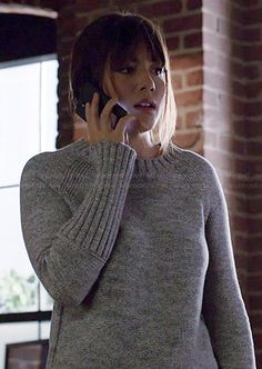 Skye's grey ribbed cuff sweater on Agents of SHIELD.  Outfit Details: http://wornontv.net/40294/ #AgentsofSHIELD