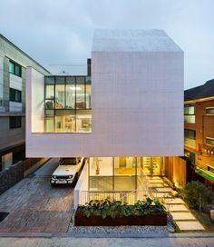 Modern House Design : Atelier Chaeyeon / L'eau Design Dongjin Kim via onreact Minimalist Architecture, Facade Architecture, Residential Architecture, Amazing Architecture, Facade Design, House Design, Small Buildings, Facade House, Interior Exterior