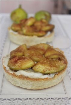 Tartelettes with white chocolate creme and caramelized figs