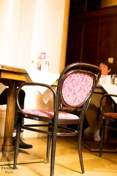 Das Café Central ist ein toller Tipp für Wien. Hier haben einst große Literaten wie Stefan Zweig, Robert Musil oder Peter Altenberger ihren Kaffee getrunken. Auch Sigmund Freud war hier gern zu Gast! Tolles Ambiente!