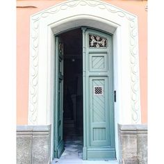Doors Barcelona #barcelona #barcelonacity #barcelonaciudad #seaofgirasoles #españa #spain #catalunya #испания #барселона #город #paseo #door #pink #seafoam #poblenou #ilovebarcelona #instadaily   SnapWidget