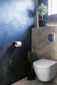 Käytä rohkeasti mustaa! Raisiolainen omakotitalo huokuu hämyisää bistrotunnelmaa - Deko Toilet, Bathroom, Deco, Washroom, Litter Box, Bathrooms, Flush Toilet, Powder Room, Powder Rooms