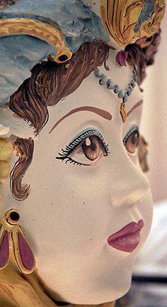 ceramiche_difra_testaviso_n Face Planters, Mediterranean Wedding, Feminine Mystique, Prisoners Of War, North Africa, Red Gold, Terracotta, Pottery, Portrait