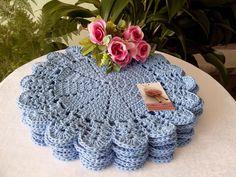 Sousplat feito à mão  Barbante de qualidade  O preço é por unidade  Aceito encomendas de outra cor  36 cm , cor azul bebê, usei barbante 6