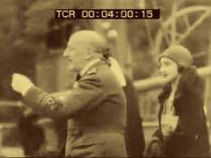 Il Vate al Vittoriale, scherza, parla e recita dalla Divina Commedia di Dante.  *** D'Annunzio in his garden at the Vittoriale. He speaks, makes jokes and recites a few lines from Dante's Divine Comedy. Fox Movietone News, restored sound.