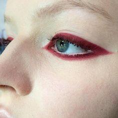 Regardez cette photo Instagram de @v93oo • 7,605 J'aime Makeup Blog, Makeup Inspo, Makeup Art, Makeup Tips, Face Makeup, Red Eyeliner, Eyeliner Brush, How To Apply Eyeliner, Burgundy
