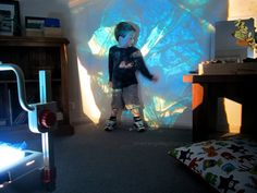 reggio activities for preschoolers and toddlers using light and colour OHP {An Everyday Story}